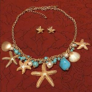 Jewelry - 🎉Gold, turquoise necklace with matching earrings